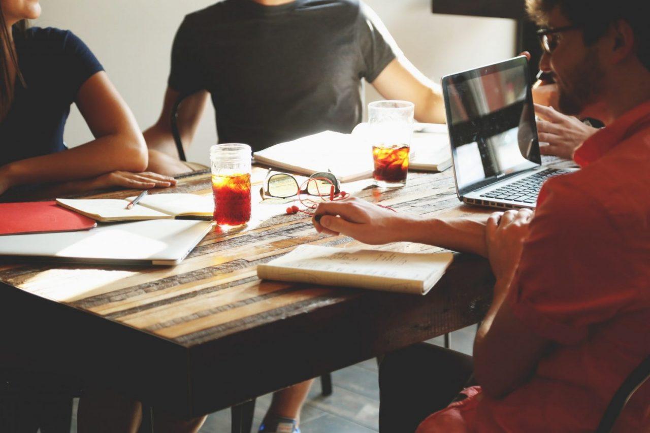 what makes a good sales associate